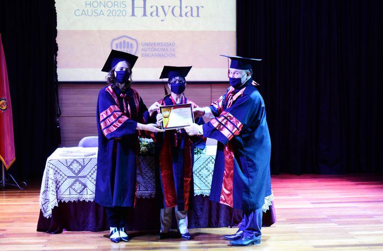 Fátima Mereles Haydar flanqueada de la rectora de la UNAE, Nadia Czeraniuk y el vicerrector Helmut Schaefer.