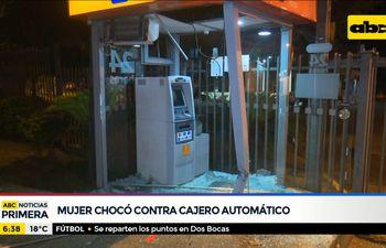 Mujer chocó contra cajero automático en San Antonio