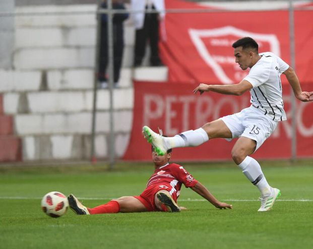 Alfio Oviedo marcó el gol del empate para Libertad.