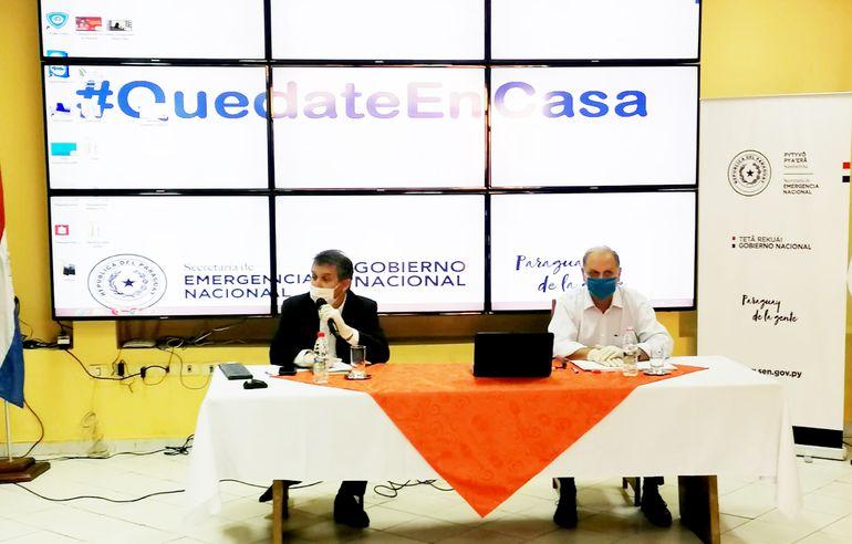 El jefe del gabinete social, Hugo Cáceres; y el ministro de Emergencia Nacional, Joaquín Roa, aseguraron que esperan llegar a todos los beneficiados de Ñangareko para la próxima semana.