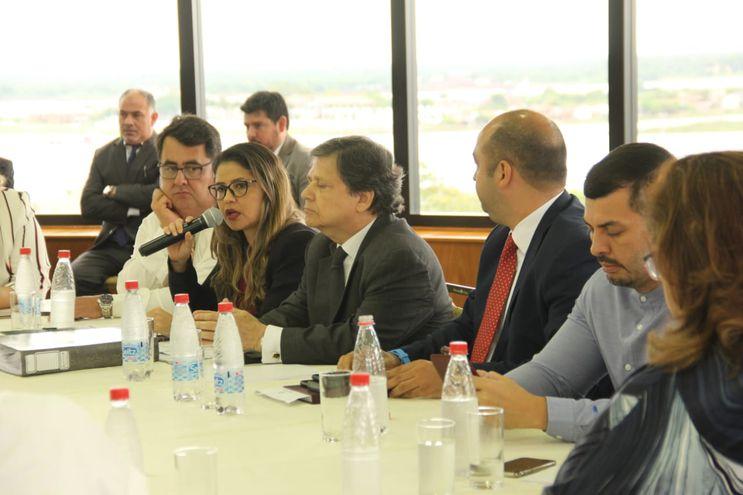 La ministra de Justicia, Cecilia Pérez, y el del Interior, Euclides Acevedo, hoy en el Congreso.