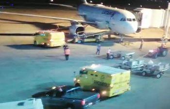 Autoridades de DINAC difundieron video donde se aprecia a transportadores de caudales operando con una aeronave de LATAM y no en la que transportaba a Evo Morales.