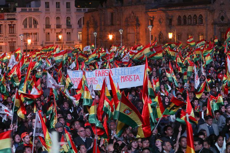 La Paz, sede del Gobierno y del Parlamento bolivianos, y Cochabamba, otra de las principales ciudades del país, fueron los escenarios en que organizaciones cívicas reunieron a miles de detractores de Morales.