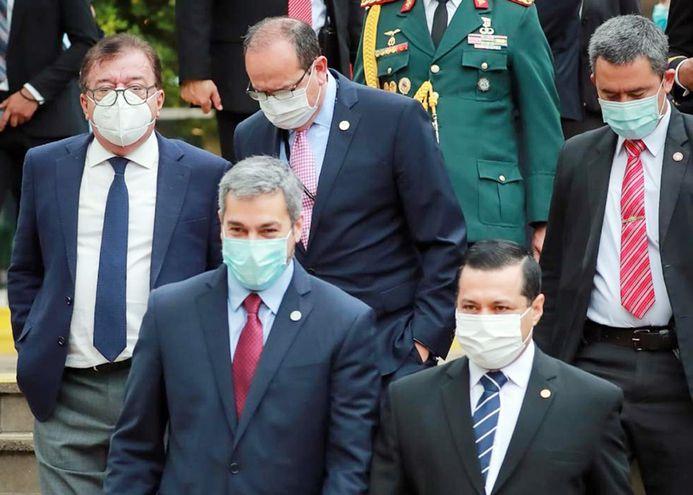 El mandatario Mario Abdo Benítez con el titular de la ANDE, Félix Sosa, y los directores de Itaipú y Yacyretá, Manuel Cáceres y Nicanor Duarte Frutos, respectivamente.