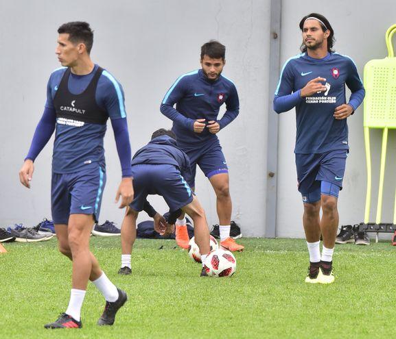 Marcos Cáceres (lesionado) al frente de Jorge Benítez y Josué Colmán, durante la tarea.
