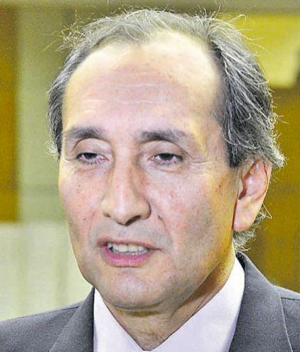 """Eusebio Ramón Ayala, senador de la bancada """"B"""" del PLRA, dijo que la interpelación permitirá expresar un descontento."""