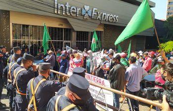 Los piqueteros bloquearon las calles del centro de Asunción entre el martes y el jueves. Se marcharon ayer, pero anunciaron que regresarán.