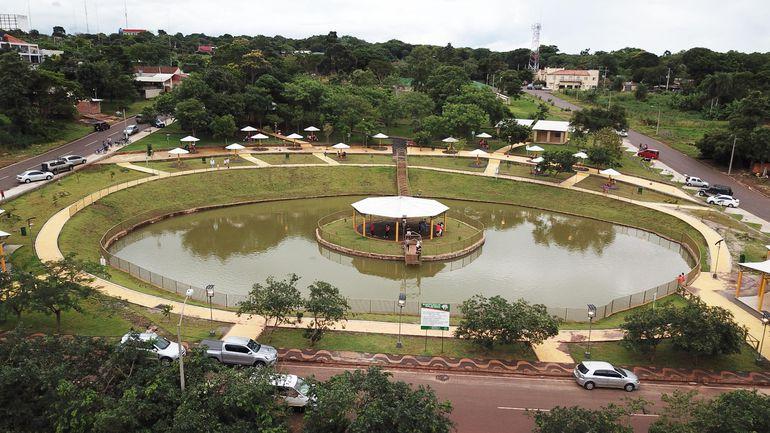 La obra del Parque Temático de Salto del Guairá, de cuyo costo habrían sacado 30% de comisión las autoridades municipales, según denunció el excontratista Édgar Mencia. La Comuna niega la acusación.