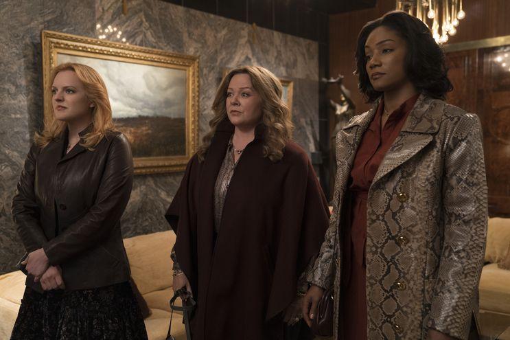 """Elisabeth Moss, Melissa McCarthy y Tiffany Haddish en """"Las reinas del crimen""""."""