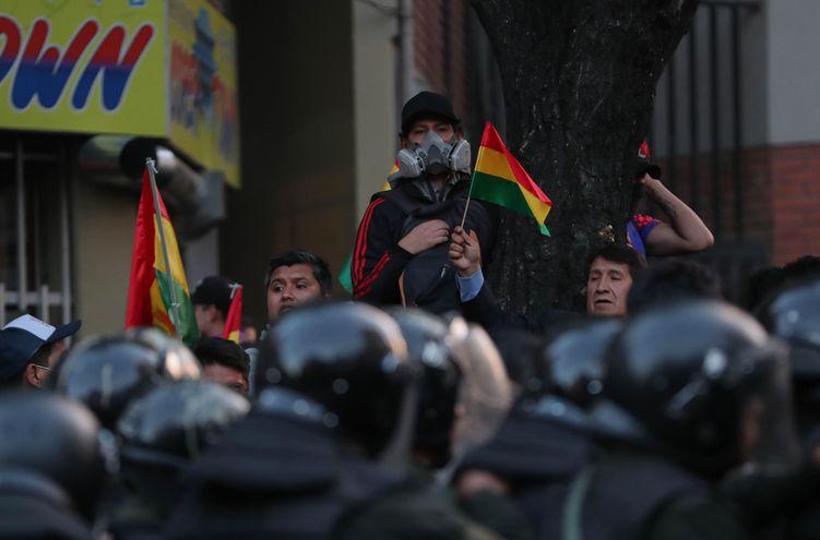 AME3677. LA PAZ (BOLIVIA), 22/10/2019.- Cientos de seguidores del expresidente Carlos Mesa participan en el segundo día de protestas este martes, en La Paz