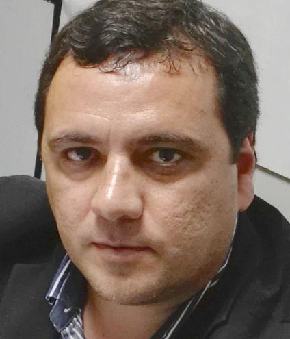 Gustavo Dos Santos Ros, abogado acusado, también se quedó a título personal con un inmueble del alemán Nikolai Neufeld.