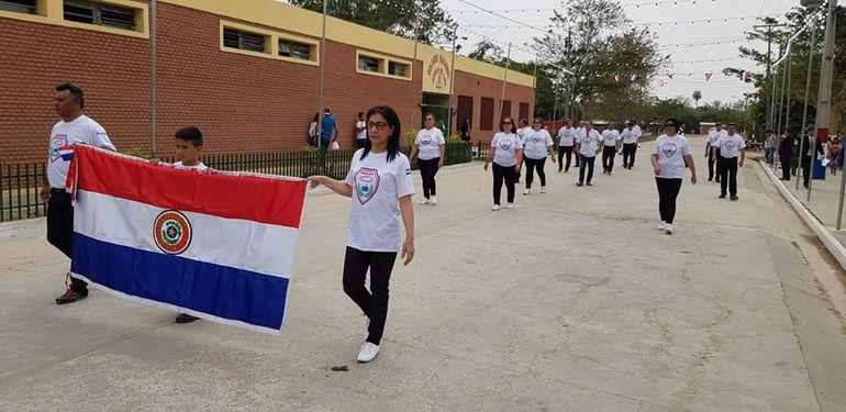 Desfile por aniversario de Puerto Casado.