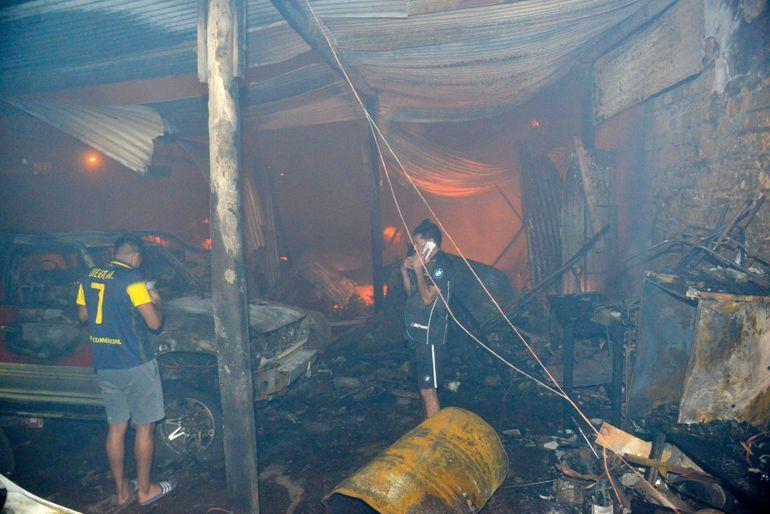 Incendio en un local, ubicado sobre Madame Linch y Facundo Machaín.