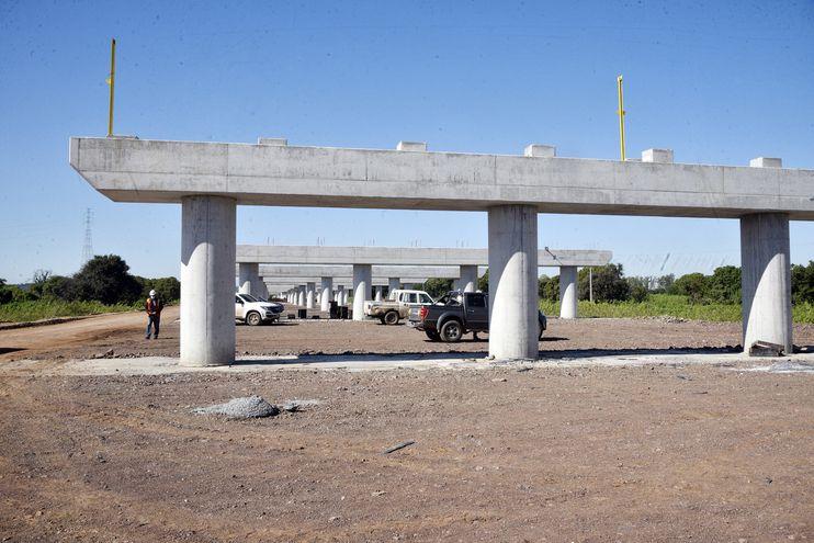 Viaducto de acceso al puente que se construye en el lado chaqueño, que tendrá 1,5 km.