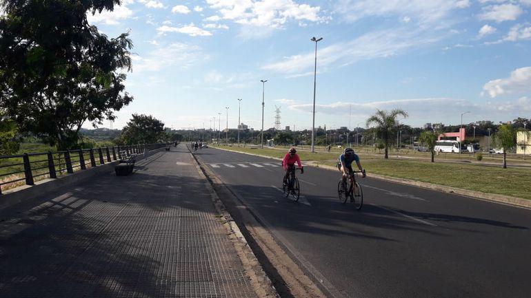 Amanecer en la Costanera de Asunción.