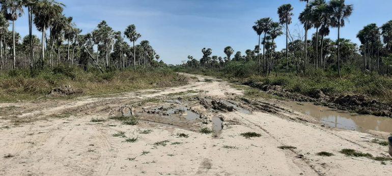"""Esta es la carretera que el MOPC debe """"abrir"""" para que la comunidad indígena pueda acceder a sus tierras."""