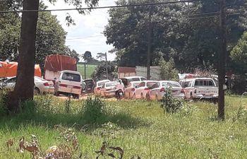 """Camiones y vehículos se observan de vuelta hoy en la zona de Repatriación, donde se sostiene una prolongada disputa entre supuestos """"sin tierra"""" y productores."""