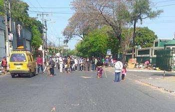 Nuevamente hoy un grupo de indígenas bloqueó un tramo de la transitada avenida Artigas.