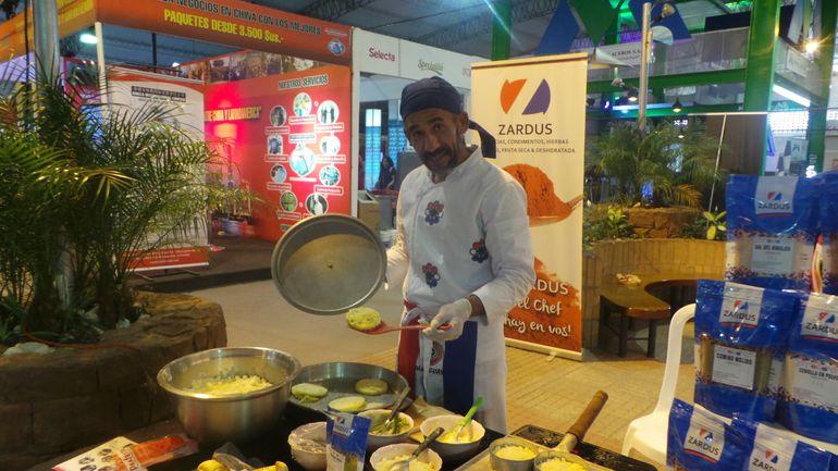 El chef Miguel Lesme se encargó de la elaboración del mbeju.