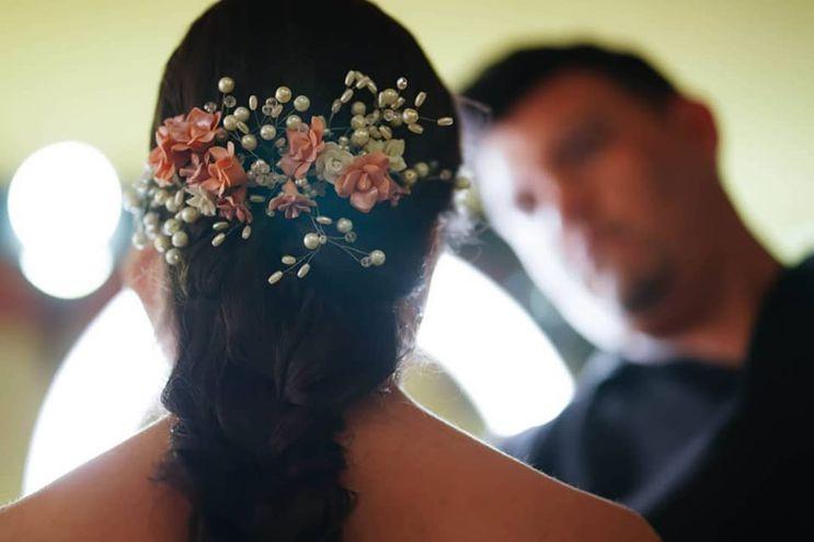 Tocados de novia exclusivos son diseñados por Jadiyi.