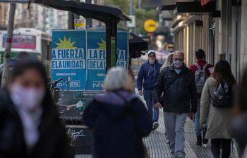 Comienza la campaña electoral para las primarias legislativas en Argentina.