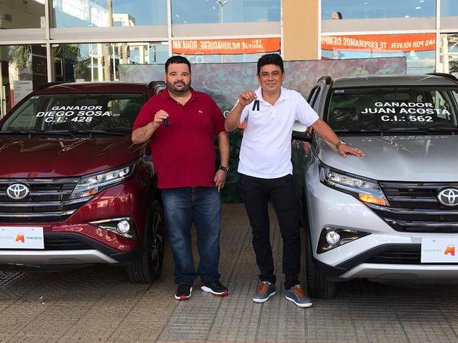 Los ganadores de la promo del Shopping Mariano recibieron sus premios.