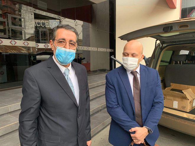 El empresario Ahmad Khalil Chams y el abogado Juan Angel Pérez Pane, en la Fiscalía. Es en el caso de robo de mercaderías que derivó luego en una denuncia de tráfico de influencias.