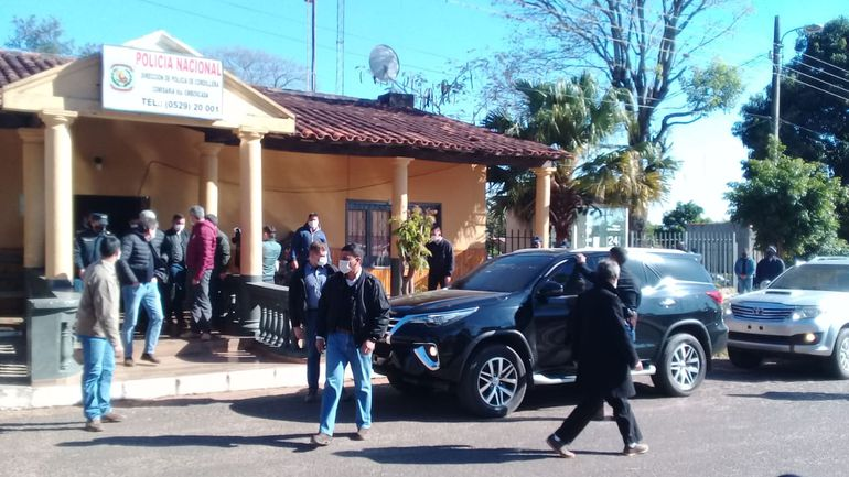 Presidente de la República, Mario Abdo Benítez, se reunión con familiares e investigadores de la niña desaparecida en Emboscada.