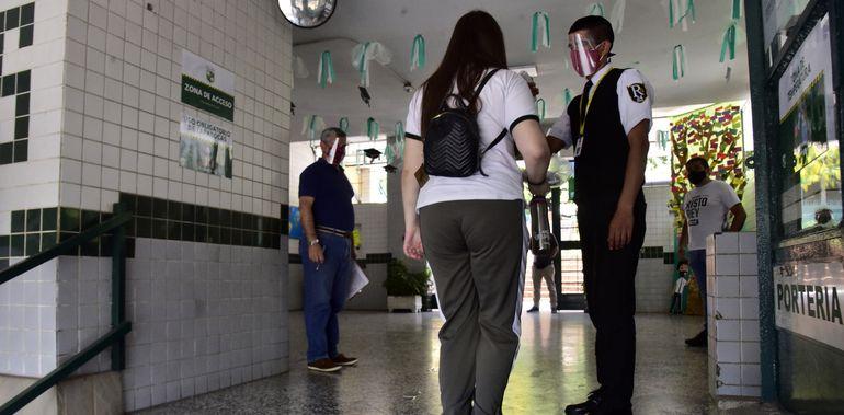 Escuelas y  colegios del sector privado están listos para el inicio de las clases con la modalidad híbrida, pero dependen de un decreto presidencial.