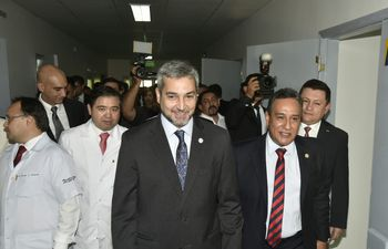 Presidente de la República Mario Abdo Benítez durante la inauguración de un nuevo bloque en el Hospital de Luque.