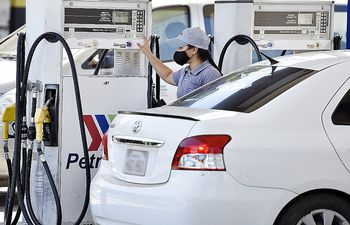 Petropar mantendrá precio de los combustibles esta semana. Cotización del dólar podría ayudar para que no haya suba.