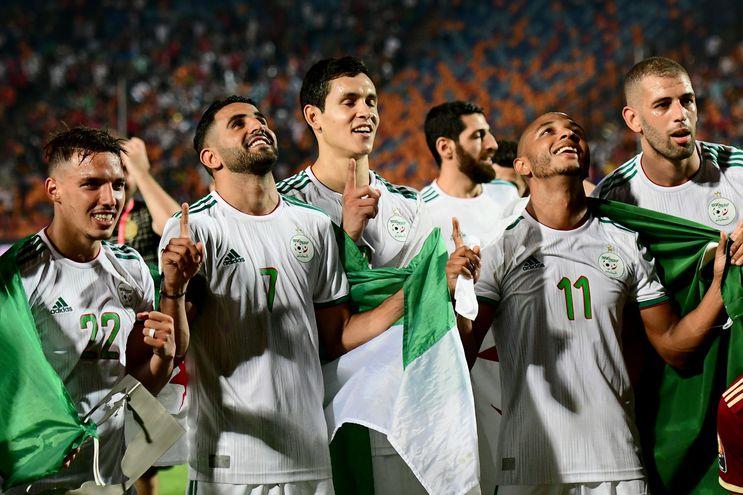 El festejo de los jugadores de Argelia luego de la consagración.