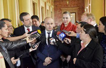 anderson-santarelli-c-directivo-de-kromberg-shubert-fue-el-vocero-en-el-palacio-de-lopez--212814000000-1838140.jpg