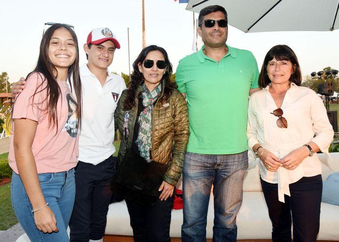 Hadia, Said, Mariángela y Luis Felipe Abusada, y Adriana Portillo.