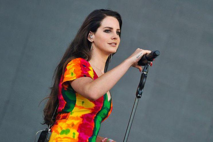 La bella cantante Lana del Rey traerá novedades musicales para este fin de año.