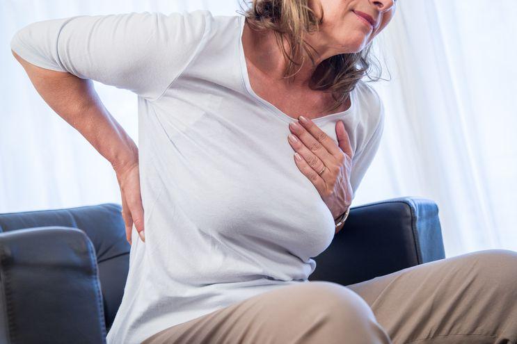 Los dolores de espalda también pueden ser un síntoma de infarto de miocardio. Ante la duda es importante actuar con rapidez.