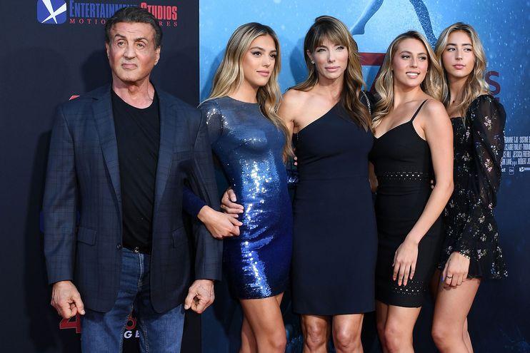 "Sylvester Stallone, Sistine Rose Stallone, Jennifer Flavin, Sophia Rose Stallone y Scarlet Rose Stallone  asisten a la premiere del filme  ""47 Meters Down: Uncaged"",  en el Regency Village Theatre, Westwood, California. (AFP)"