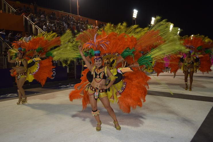El Centro Cívico de Encarnación volverá a recibir hoy a las plumas y el colorido que caracterizan a los corsos.