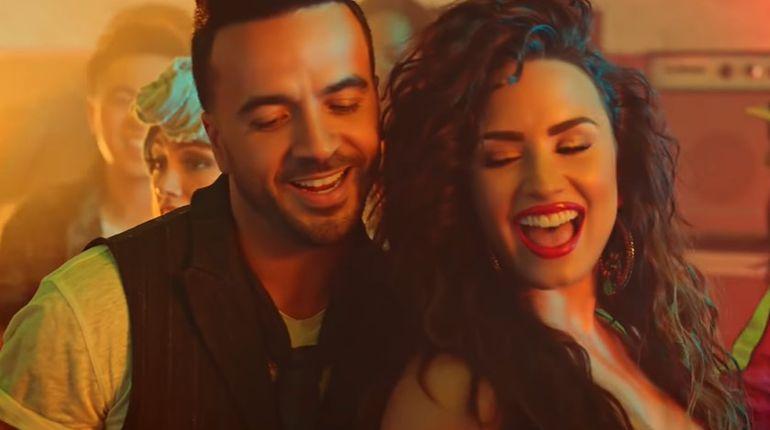 """Luis Fonsi y Demi Lovato en el vídeo de """"Échame la culpa""""."""