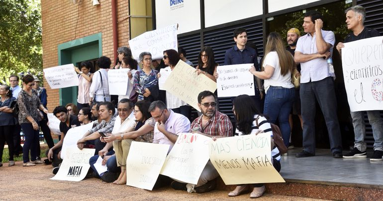 Movilización realizada por investigadores de Conacyt en contra de la terna de candidatos a ministro.