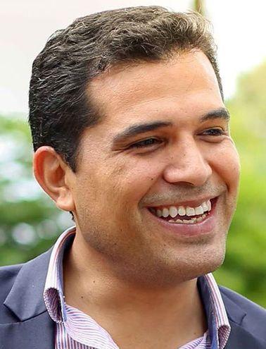 El intendente de Pdte. Franco, Roque Godoy (PLRA), esposo de la diputada Roya Torres, quiere el rekutu.