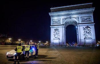 Francia endurece el toque de queda en las zonas más afectadas por el virus.