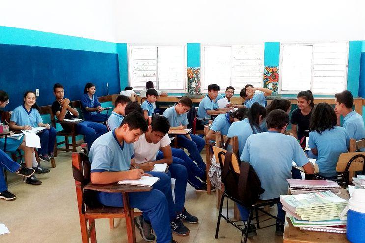 Alumnos del  Centro Educativo Privado Subvencionado SOS Hermann Gmeiner dando clases a días de finalizar el año escolar.