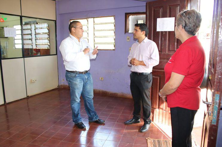 El director regional de SNPP, Celestino González Vera (izquierda) junto al intendente de Presidente Franco, Roque Godoy.