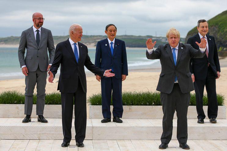 De izquierda a derecha: Charles Michel, presidente del Consejo Europeo; el presidente estadounidense Joe Biden; Yoshihide Suga, el primer ministro de Japón; Boris Johnson, el primer ministro del Reino Unido; y Mario Draghi, primer ministro de Italia, en el primer día de la cumbre de líderes del Grupo de los Siete en Carbis Bay, Cornwall, Gran Bretaña.