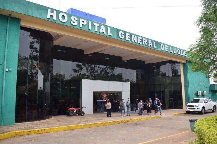 El Hospital General de Luque se caracteriza por recibir a miles de pacientes diariamente que provienen de varias ciudades del Departamento de Central, incluso del interior del país. Pero, las denuncias son constantes en contra del lugar.