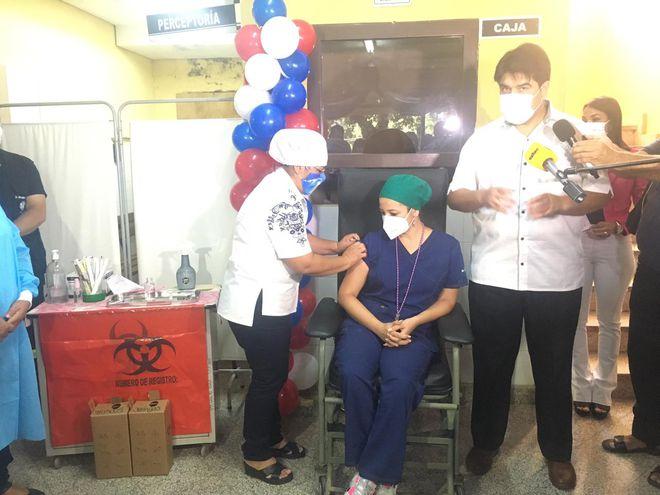 Cuarenta funcionarios recibirán la dosis en el Hospital de Caacupé.