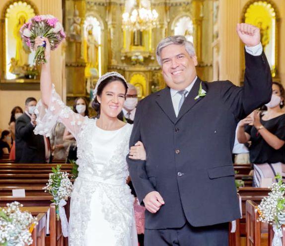 Lourdes y Rubén ya son marido y mujer ante Dios y ante la ley.
