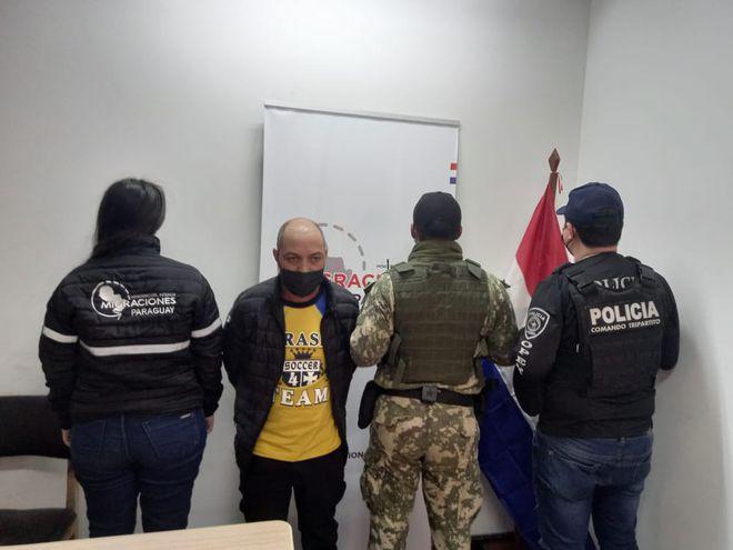 El brasileño fue expulsado este viernes y entregado a autoridades de su país.