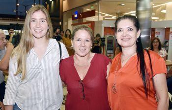 Milena Ruttia, Fanny Molinas y Diana Melgarejo.